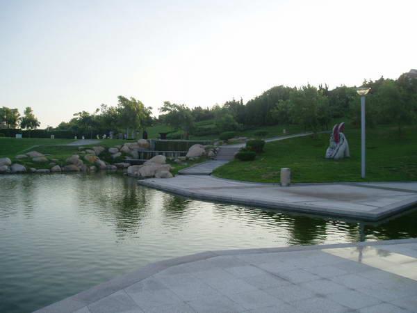 d2:崂山 d3:极地海洋世界-----雕塑园----石老人海水浴场----五四
